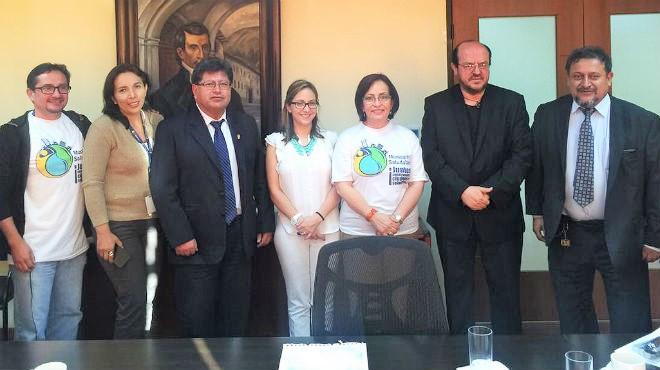 Autoridades del Ministerio de Salud y dirigentes de los gremios médicos del Ecuador.