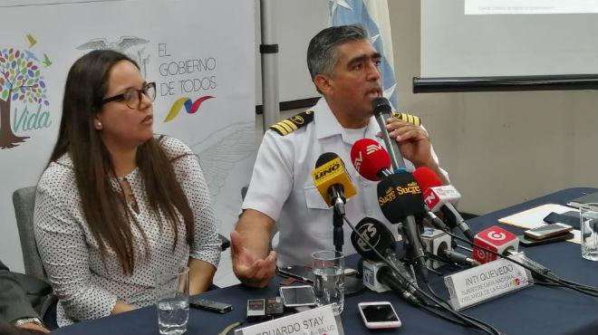 Inti Quevedo, subsecretaria nacional de Vigilancia del MSP y Pablo Herrera, gerente del Hospital Naval de Guayaquil.