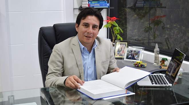 Napole�n Salgado, especialista en Cirug�a Bari�trica del Hospital Metropolitano