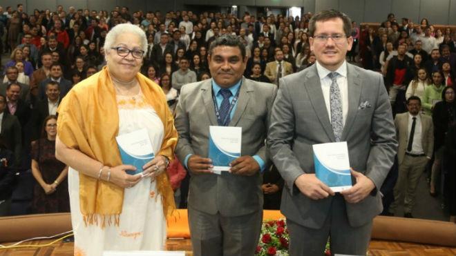 Gina Watson, Ricarte Carre�o y H�ctor Guanopat�n.