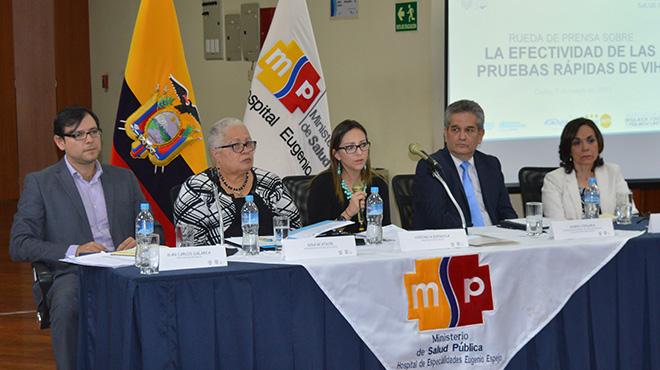 Juan Carlos Galarza, director ejecutivo de ARCSA, Gina Watson, representante de OPS/OMS en Ecuador, Ver�nica Espinosa, ministra de salud, Mario Vergara, oficial a cargo de UNFPA en Ecuador, y Amira Herdoiza, directora de Kimirina.