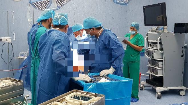 IESS Quevedo, implante de rodilla.