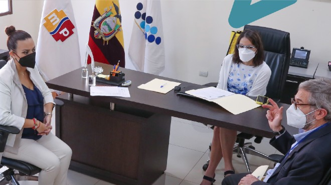 Karina Ram�rez, Ximena Garz�n y Adri�n Diaz.