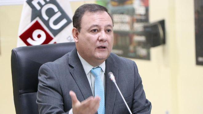 Juan Zapata, presidente del COE Nacional, en rueda de prensa.