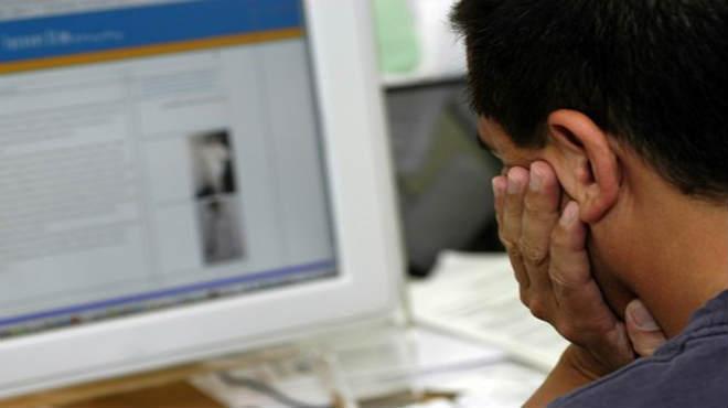 S�ntomas de visi�n borrosa, ojo seco, dolor de ojos y cabeza