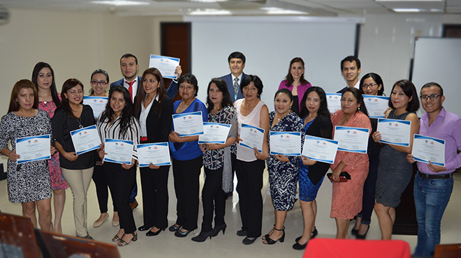 Algunos de los profesionales certificados.