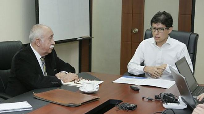 Jorge Cevallos de SOLCA y Carlos Dur�n, viceministro de Gobernanza y Vigilancia.