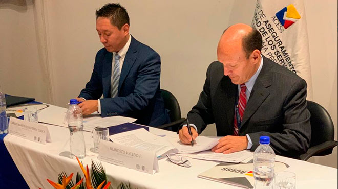 Carlos Echeverr�a, director ejecutivo SAE, y Francisco Vallejo, director ejecutivo ACESS.