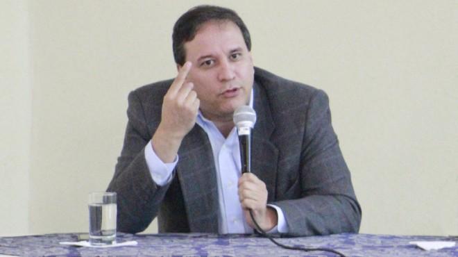 Sim�n Cueva, ministro de Finanzas.