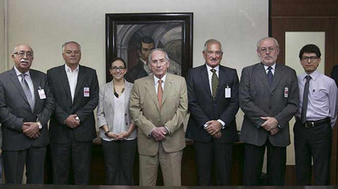 Ministra de Salud y directivos de SOLCA.