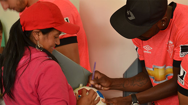 Judadores del equipo principal visitaron pacientes oncol�gicos.