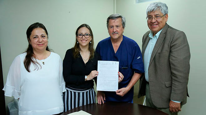 Sonia D�az, subsecretaria nacional de Gobernanza de la Salud, Ver�nica Espinosa, ministra de Salud, Roberto Gilbert, director de la Cl�nica Guayaquil, y Carlos Velasco, director ejecutivo del INDOT.