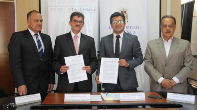 Autoridades de la Coordinaci�n Zonal 6 de Salud y la Universidad de Cuenca.