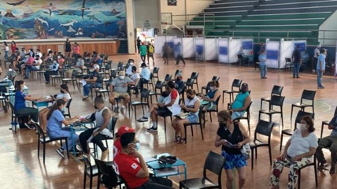 Centro de vacunación en las islas Galápagos.