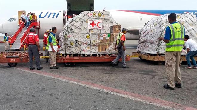 Ayuda humanitaria llega al aeropuerto Internacional de Maiquet�a, Venezuela.