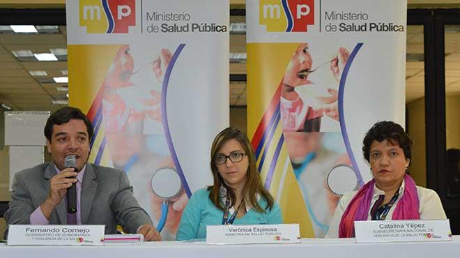 Viceministro de Gobernanza, Fernando Cornejo; ministra de Salud, Ver�nica Espinosa y subsecretaria de Vigilancia, Catalina Y�pez.