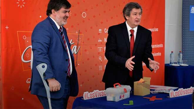 Jaime Burrows, subsecretario de Salud, y Alex Figueroa, director del ISP.
